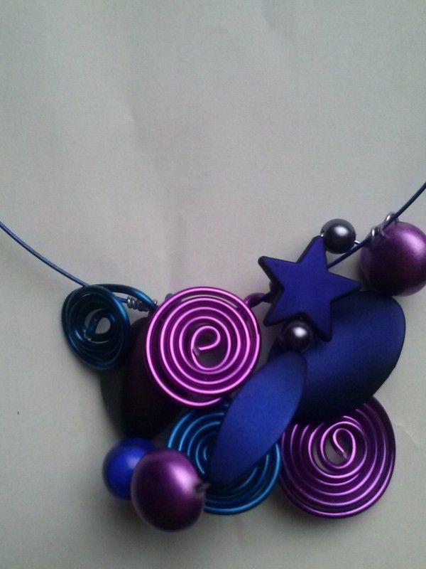 nouveau design soldes dernière conception collier Christelle sur fil cablé bleu indigo